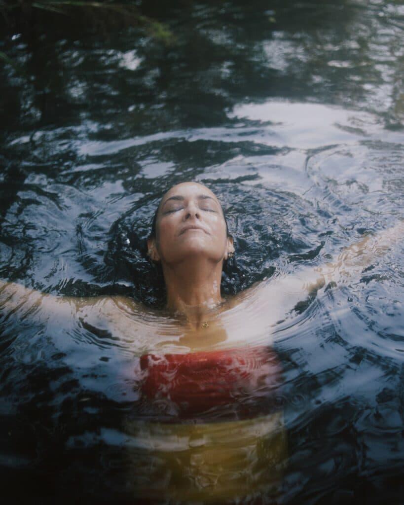 woman-relaxing-in-water-mindfullness-819x1024